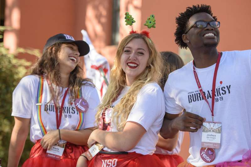 Students enjoy move in day